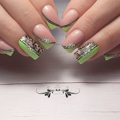 Nos conseils pour une manucure violette réussie. Em Nails, Fancy Nails, Cute Nails, Pretty Nails, Nail Art Arabesque, Nagel Bling, Nagellack Trends, Beach Nails, French Tip Nails