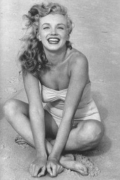 Image - 1949 / by Andre De DIENES... Tobay-beach. - Wonderful-Marilyn-MONROE - Skyrock.com