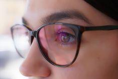 Эксперт рассказала о витаминах и продуктах для здоровья глаз. Сохранить хорошее зрение становится все сложнее с учетом, какую нагрузку испытывают наши глаза Eyesight Problems, Eyes Problems, Dry Eye Treatment, Food For Eyes, Eye Function, Eye Damage, Causes Of Diabetes, Eye Sight Improvement, Eye Doctor