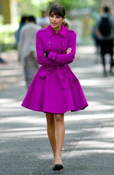 Can someone make something like this for me?  Le trench fuschia de Lea Michele sur le tournage de Glee à New York