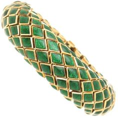 Preowned David Webb Enamel Gold Snake Scale Bracelet ($13,000) ❤ liked on Polyvore featuring jewelry, bracelets, multiple, gold jewellery, enamel jewelry, david webb jewelry, green jewelry and 18k gold bangles