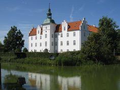 Meilgård Slot og gods 17 km nordvest for  Grenaa.