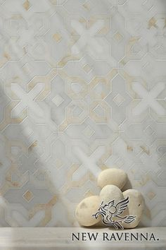 Huelva, a natural stone waterjet mosaic shown in Heavenly Cream honed, Cloud Nine, Thassos polished, is part of the Miraflores Collection by Paul Schatz for New Ravenna Mosaics.