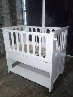 Cunas Colechos - $ 800,00 Baby Boy Rooms, Baby Cribs, Cribs For Small Spaces, Diy Home Bar, Cool Baby Stuff, Montessori, Cnc, Bedding, Gown