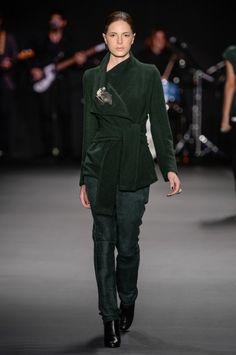 umaraqueldavidowicz-spfw-inverno2015-03 casaco amarração verde militar