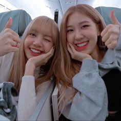 I said that I need their help for my date with Jungkook. Kim Jennie, South Korean Girls, Korean Girl Groups, Blackpink Wallpaper, Black Wallpaper, Foto Rose, Blackpink Memes, Kim Jisoo, Black Pink Kpop