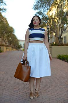 De este look somos muy fans! El top tiene todo el estampado y a pesar de ser curvilínea se ve muy bonita con la midi skirt!