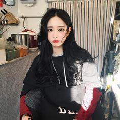 #ulzzang #ulzzanggirl #koreangirl ~pinterest:kimgabson Korean Face, Korean Girl, Asian Girl, Asian Makeup Looks, Uzzlang Girl, Couple Aesthetic, Korean Model, Asian Style, Cute Fashion