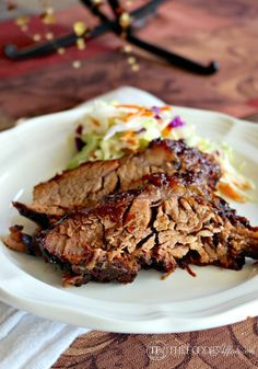 Tender oven cooked barbecue brisket is marinated with simple ingredients overnight and baked for hours for melt in your mouth tender meat! This baked brisket recipe is simple to make and tastes delicious! Easy Brisket Recipe, Oven Cooked Brisket, Beef Brisket Recipes, Meat Recipes, Dinner Recipes, Cooking Recipes, Brisket In The Oven, Brisket Marinade, Beef Welington