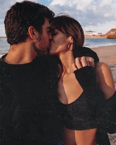 We might get tired of traveling but we'll never get tired of kissing 🥰 What will you never get tired of? Relationship Goals Pictures, Cute Relationships, Cute Couples Goals, Couple Goals, Couples In Love, Teenage Couples, Couples Images, Photo Couple, Future Boyfriend