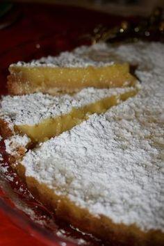 Οι λεμονόπιτες είναι κλεφτρόνια! Κλέβουν καρδιές! Νόμιζα πως η σοκολάτα είναι η βασίλισσα των γλυκών, αλλά το λεμόνι μπαίνει δυνατά απ'... Greek Sweets, Greek Desserts, Greek Recipes, Pie Recipes, Dessert Recipes, Cooking Recipes, Cypriot Food, Lemon Bars, Sweet Tooth