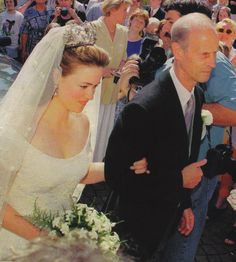 Princess Irina Hesse-Kassel wed Count Alexander von Schonburg-Glauchau, on 29 May The bride wore a magnificent diamond floral tiara Royal Tiaras, Tiaras And Crowns, Royal Brides, Royal Weddings, Princess Victoria, Princess Mary, German Royal Family, Ernst August, Wedding Tiaras