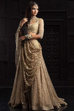 Absolutely love this Tarun Tahiliani piece from the Bridal and Couture Collection - Indian bride - Indian wedding - Indian designer - Indian couture - gold lehenga Indian Wedding Outfits, Bridal Outfits, Indian Outfits, Bridal Dresses, Dress Wedding, Indian Clothes, Wedding Ceremony, Flapper Dresses, Wedding Venues