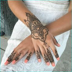 What is a Henna Tattoo? Henna tattoos are becoming very popular, but what precisely are they? Henna Tattoo Hand, Henna Tattoo Designs, Henna Tattoos, Henna Tattoo Muster, Henna Body Art, Henna Mehndi, Mehndi Designs, Sleeve Tattoos, Tattoo Thigh