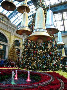 Bells in Bellagio at Las Vegas! - this is so fantastic in person! Christmas In La, Christmas In America, Christmas Deco, Christmas Lights, Christmas Trees, Vegas Vacation, Las Vegas Trip, Las Vegas Nevada, Christmas Window Display