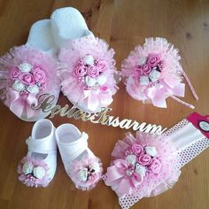 Mefruşat Making Fabric Flowers, Diy Flowers, Crochet Motif, Crochet Patterns, Baby Shower Gifts, Baby Gifts, Baby Deco, Boutique Design, Mother And Baby
