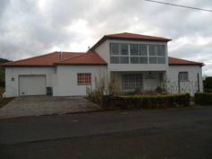 Tropical Fruit Garden Velas Tropical Fruit Garden is a detached holiday home, located in a quiet spot in the southern part of S?o Jorge Island, in Azores. It offers views of the surrounding mountains and to the volcanic peak of Pico island.