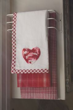Decorative Kitchen Towels I like the binding on the top towel Dish Towels, Hand Towels, Tea Towels, Valentine Day Crafts, Be My Valentine, Linens And Lace, White Linens, White Towels, Red Cottage