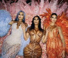 w Kylie Jenner and Kim Kardashian-West Kourtney Kardashian, Estilo Kardashian, Kardashian Family, Kardashian Style, Kardashian Jenner, Kardashian Kollection, Kim And Kylie, Kendall Y Kylie Jenner, Trajes Kylie Jenner
