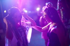 Silent discos are fun – and best of all, quiet! All you need is a playlist on your smartphone, headphones and friends.