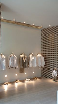 Nice lighting and racks at low level. 100 Capri store by Giachi Design, Miami Boutique Interior, Boutique Design, Design Shop, Shop Interior Design, Retail Interior, Home Interior, Design Comercial, Clothing Store Design, Clothing Store Interior