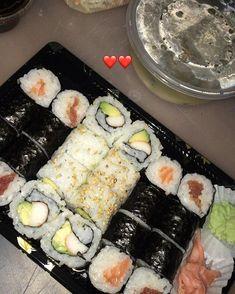 偽物を食べる - Everything About Food I Love Food, Good Food, Yummy Food, Eat Sushi, Sushi Food, Plats Ramadan, Lunch Saludable, Tumblr Food, Snap Food