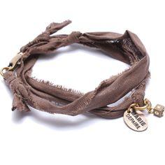 Bracelet vintage chocolat Marie Depaire, bracelet en tissus fait main en France, à découvrir sur www.lilishopping.com/233-marie-depaire  #mariedepaire #madeinfrance #handmade #madeinparis #vintage #bracelethomme