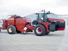 FARM SHOW - Self-Propelled, Articulated Big Square Baler