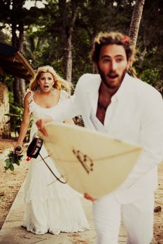hahaha funny wedding picture idea..reminds me of gav