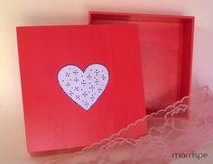 Caixinha em MDF com tema de coração #artesanato #pintura #mdf #diadosnamorados #coraçao #feitoamao #inspirese #criativo #presente #marrispe
