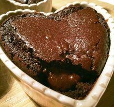 Cuor di cioccolato - ricetta di Marco Bianchi Eggless Recipes, Vegan Recipes, Muffins, Biscuit Cake, Cupcakes, Vegan Cake, Love Cake, Dessert Recipes, Desserts