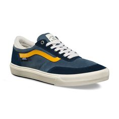 Vans Gilbert Crockett's signature Crockett Pro 2 is made with suede and canvas uppers and molded heel pocket inserts. The UltraCush HD footbed keeps the foot close to the board while providing the highest level of impact cushioning, and the revolutionary Wafflecup construction offers the support of a cupsole without sacrificing any of the grip or boardfeel of a traditional vulcanized shoe. The Crockett Pro 2 also features DURACAP upper reinforcement in high wear areas for unrivaled durabi...