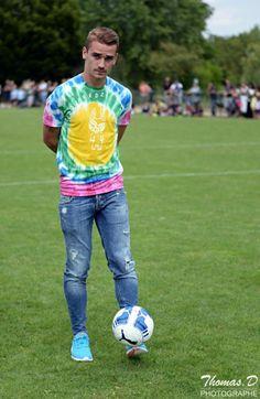 during Antoine Griezmann Challange event in his hometown Mâcon Antoine Griezmann, Barcelona Soccer, Fc Barcelona, Cristiano Ronaldo, Isco Alarcon, Athletic Men, Lionel Messi, Stylish Men, Football Players