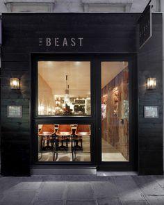 façade The Beast / bois brulé / Bois gravé