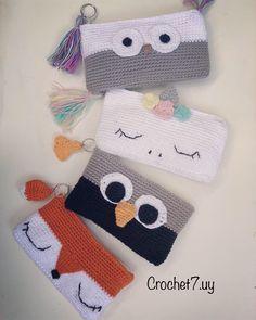 Venta online de accesorios tejidos a mano , Instagram o facebook seguimos : crochet7.uy #neceser #necessaire #amigurumi #pinguinos #pinguim #buo #zorro #unicornio #unicornlover #manualidades #ideias #tejidos #tejidosamano #tejidoencrochet #tejidosartesanales #niños #crochet #cartucheras Crochet Pencil Case, Crochet Case, Crochet Purses, Crochet Gifts, Cute Crochet, Crochet Dolls, Pencil Case Pattern, Easy Crochet Patterns, Crochet Designs