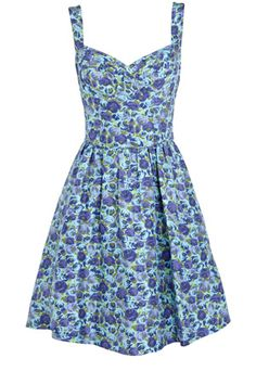 floral sundress. This is so cute:)