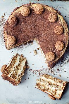 Amaretti Layered Cake Yum Amaretto~~Im so there ! Just Desserts, Delicious Desserts, Yummy Food, Sweet Recipes, Cake Recipes, Dessert Recipes, Cupcakes, Cupcake Cakes, Food Cakes