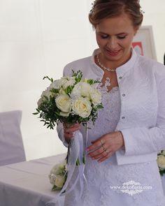 Bukiet ślubny Panny Młodej - białe róże i frezje Opole Lace Wedding, Wedding Dresses, Fashion, Moda, Bridal Dresses, Alon Livne Wedding Dresses, Fashion Styles, Weeding Dresses, Bridal Gown