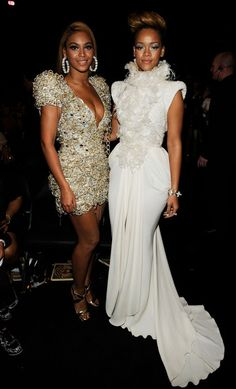 Beyonce Knowles Photos - Singers Beyonce Knowles (L) and Rihanna backstage during the 52nd Annual GRAMMY Awards held at Staples Center on January 31, 2010 in Los Angeles, California. - 52nd Annual GRAMMY Awards - Backstage