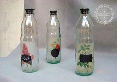 Cambiamos la temática de nuestras etiquetas vintage, por estas reproducciones de láminas botánicas antiguas las pequeñas pizarras en negro nos permiten etiquetar con tiza el contenido de las botel…