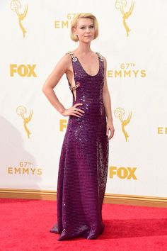 Claire Danes in Prada- 2015 Emmy Awards. I like the dress very different and her hair and make up are perfect.