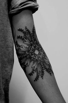 Big list of Arm Tattoo Designs for Women which will influence you for sure. These arm tattoo designs will attract attention where ever you are. Love Tattoos, Beautiful Tattoos, New Tattoos, Body Art Tattoos, Tatoos, Floral Tattoos, Awesome Tattoos, Feminine Tattoos, Geometric Tattoos