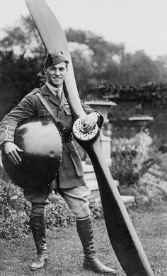 English fighter pilot Captain Albert Ball VC of the Royal Flying Corps holding an aircraft propellor and spinning cap. At the time of his death in May 1917 aged just 20 he was the UK's leading flying ace with 44 victories World War One, First World, Commonwealth, Flying Ace, Fighter Pilot, World History, Military History, Vintage Men, Wwii
