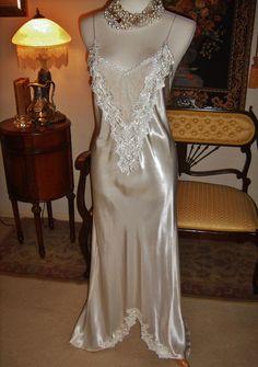 Bridal Flora Nikrooz Harlow Liquid Satin Negligee Long Nightgown Tambour Lace P #FloraNikzooz