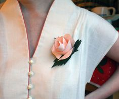http://ohhappyday.com/2011/04/diy-paper-flower-corsages/