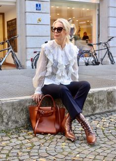 Stylish Outfits For Women Over 50, Clothes For Women, Fashion Over 50, Fashion Looks, Mode Statements, Fifties Fashion, Mode Chic, Office Looks, Urban Chic