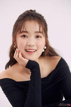 Korean Actresses, Asian Actors, Korean Actors, Actors & Actresses, Kim Hye Yeon, Lee Sung Kyung, Job Interview Makeup, Cute Actors, Korean Model