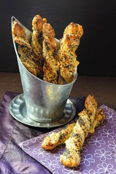 Snack Recipes, Dessert Recipes, Cooking Recipes, Baked Halloumi, Savory Pastry, Salty Snacks, Tasty, Yummy Food, Hungarian Recipes