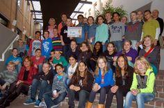 Woensdagochtend 6 november 2013 brachten 37 leerlingen van groep 8 van openbare basisschool Het Kofschip uit #Zevenaar een ontbijtje bij burgemeester Jan de Ruiter op het gemeentehuis. Aan het eind van het ontbijt 'betaalde' de burgemeester voor zijn ontbijtje met een donatie aan War Child, dit jaar het goede doel van Het Nationaal Schoolontbijt.