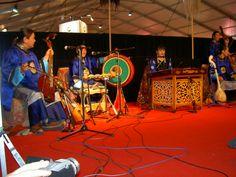 Les artistes transmettent le chant diphonique l écho de la steppe dans leurs âmes corps et esprit.....